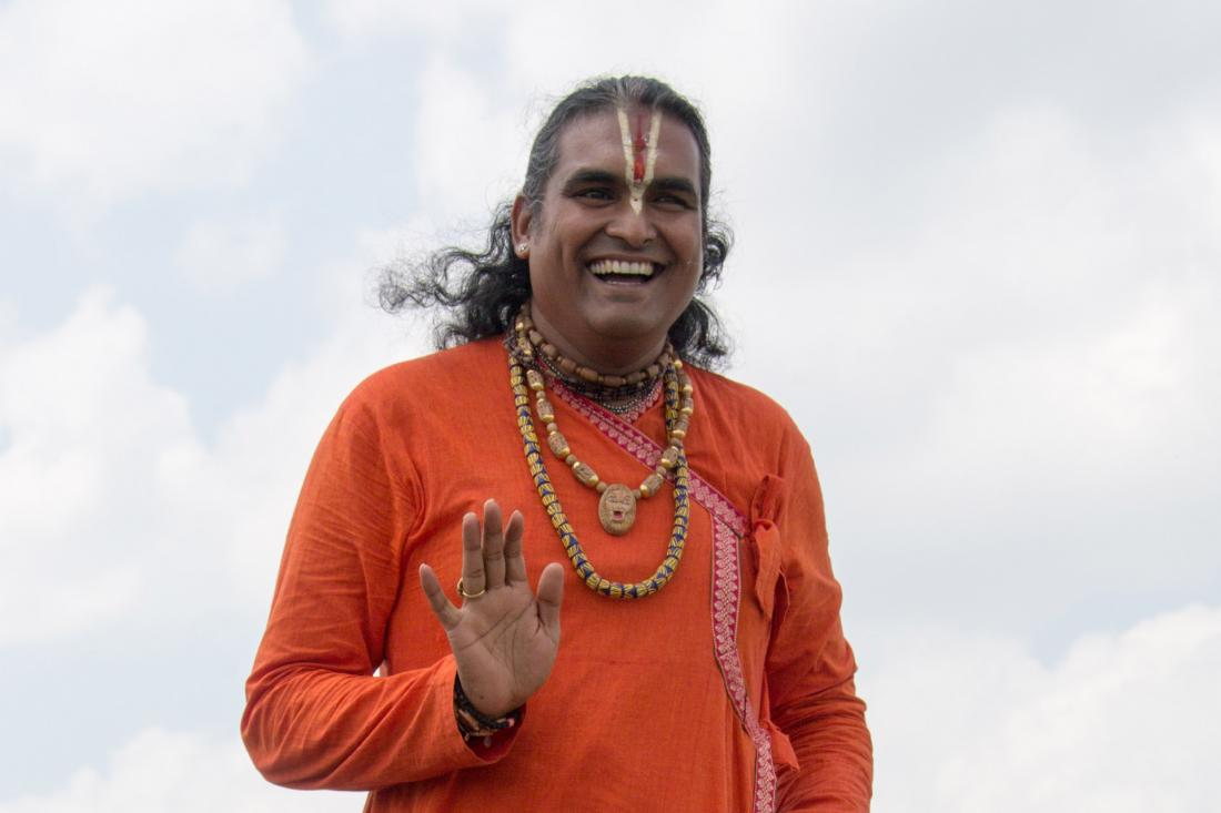 Paramahamsa Vishwananda giving a blessing